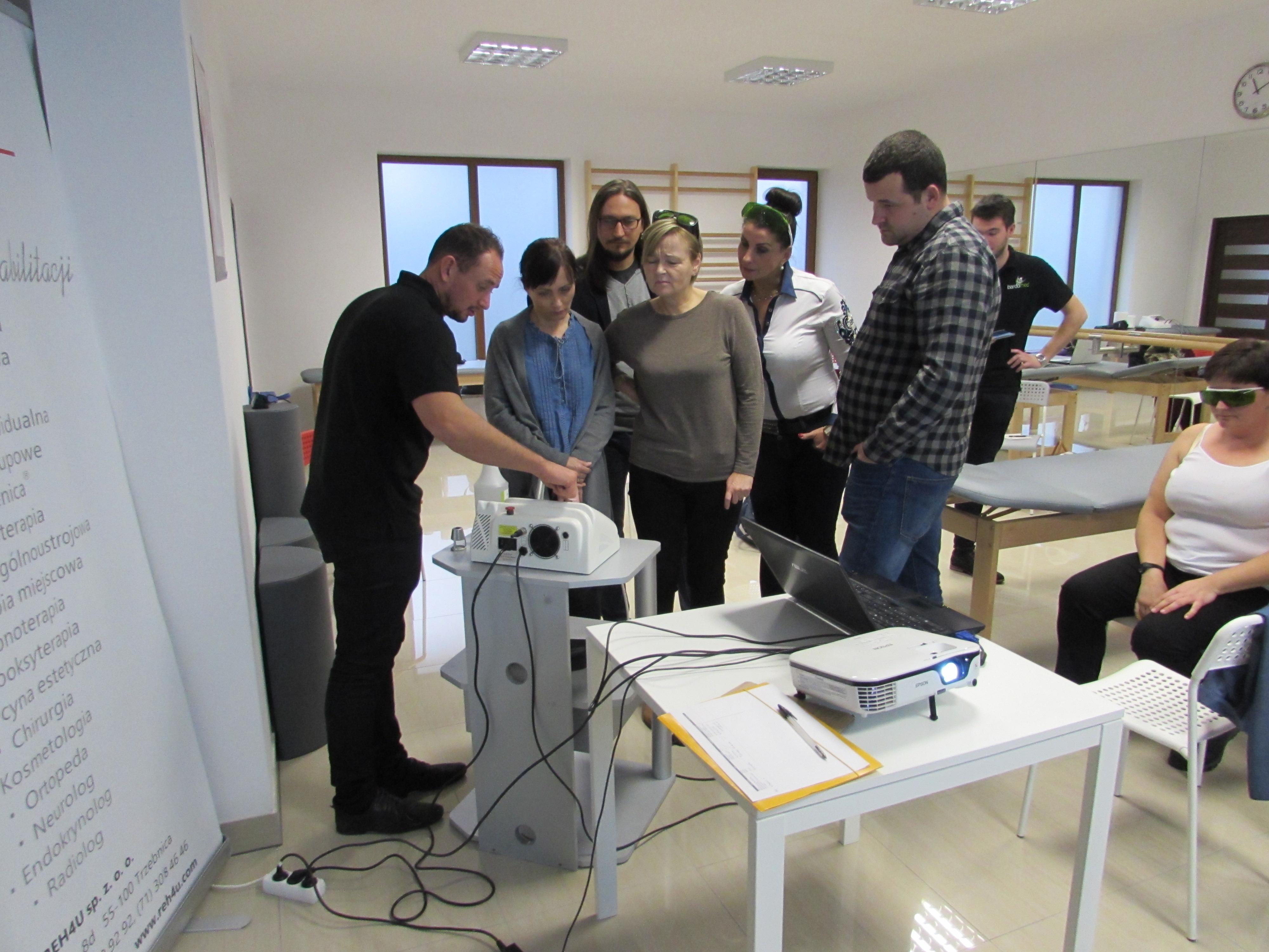 Prezentacja funkcjonowania sprzętu BardoMed. Rehabilitacja, fizykoterapia