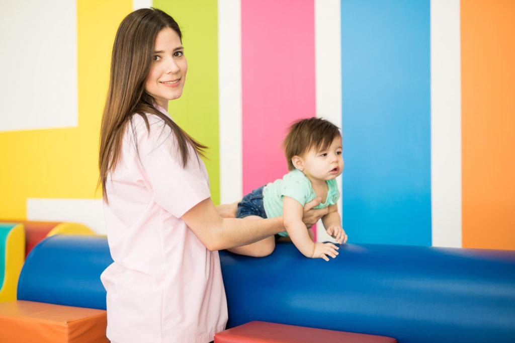 Rehabilitacja pediatryczna - pacjent i fizjoterapeuta