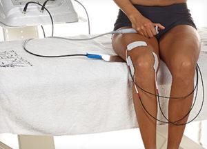 Terapia Tecar - elektrody na ciele pacjenta