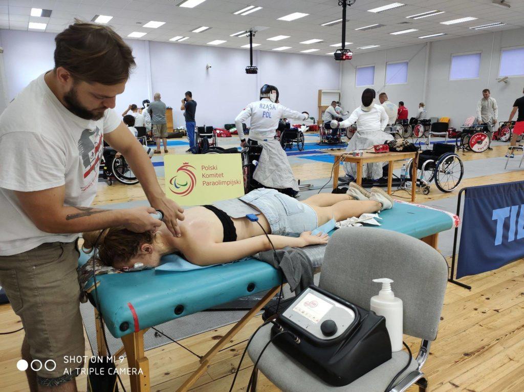Masaż sportowy - regeneracja aparatem Tecar