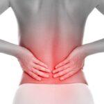 Ból pleców może być efektem degeneracji krążków i przepukliny kręgosłupa