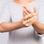 Objaw, zespół, choroba Raynauda często obejmuje dłonie
